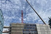 Dominanta posledních měsíců, která signalizovala čilý ruch na stavbě nové budovy orlickoústecké nemocnice, na začátku týdne zmizela.