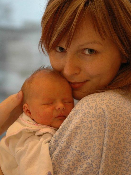 Adéla Boušková je dcerou manželů Jany a Miroslava z Králík. Když se 8. prosince v 16.50 narodila, vážila 3,33 kg a měřila 50 cm.