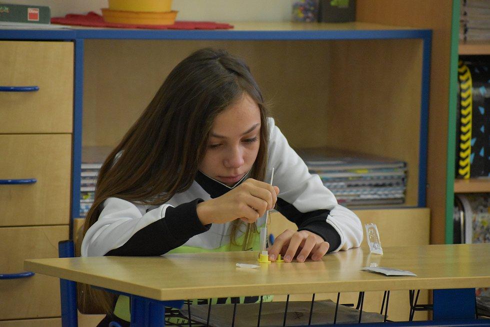 Žáci ze Základní školy Libchavy se vrátili do školních lavic. V pondělí je čeká škola hrou