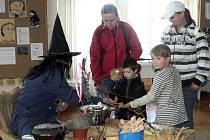 Děti ochutnávaly čarovné lektvary