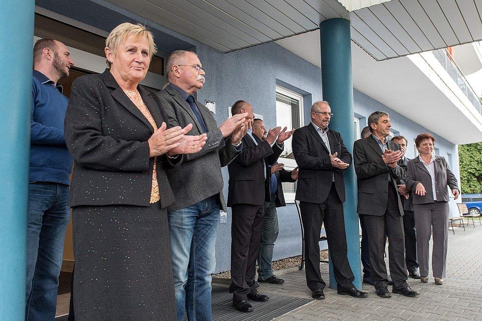 Z předání nového auta týdennímu stacionáři v České Třebové.