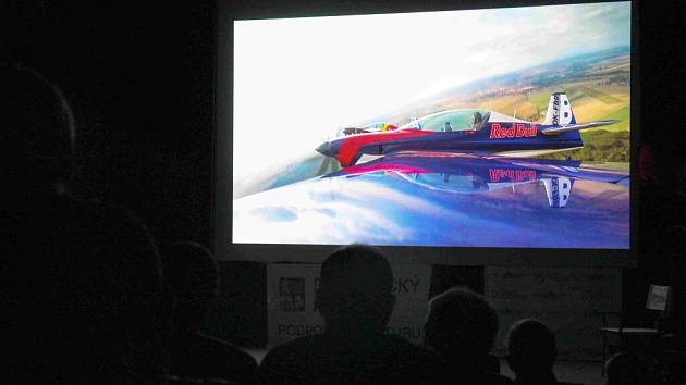 """Festival filmů s leteckou tematikou """"Mít křídla...""""."""