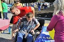 Integrační setkání na ústeckém náměstí umožnilo veřejnosti nahédnout do života tělesně postižených a duševně nemocných.