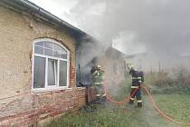 Pět jednotek hasičů likvidovalo požár rodinného domu v Lanškrouně.