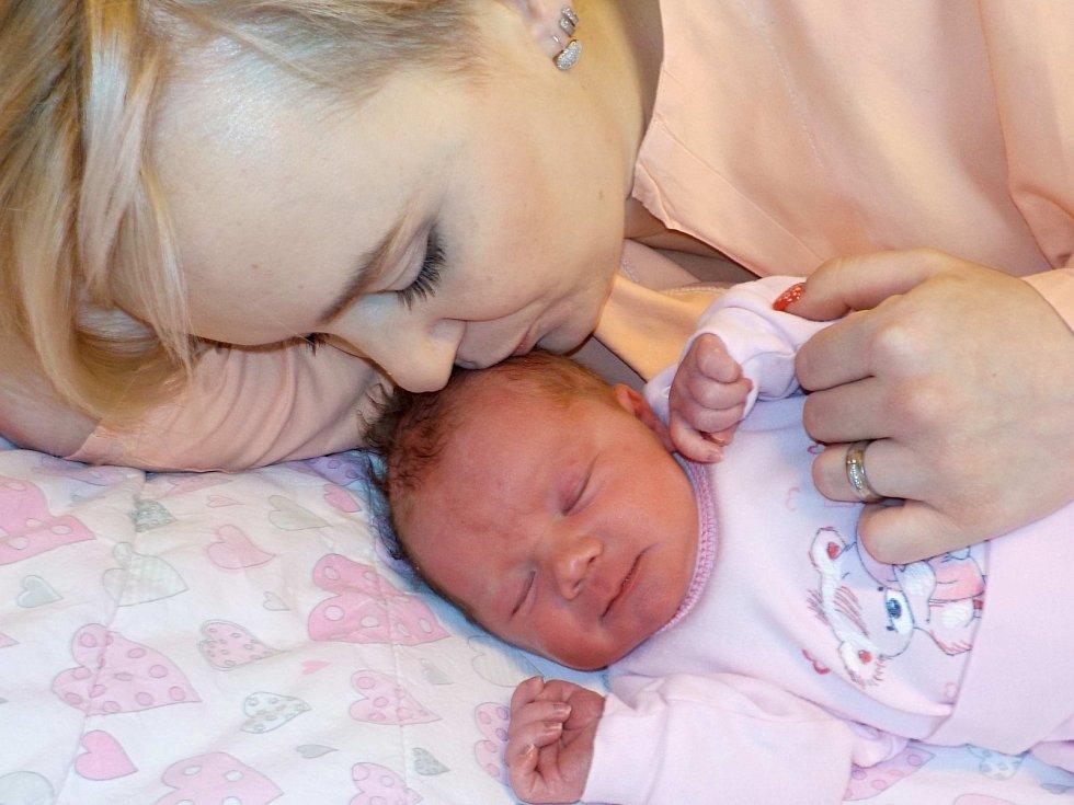 Eliška Lehká je po Anežce druhá dcera Nely a Jiřího ze Žamberka. Na svět přišla s váhou 3370 g dne 25. 12. v 6.59 hodin.