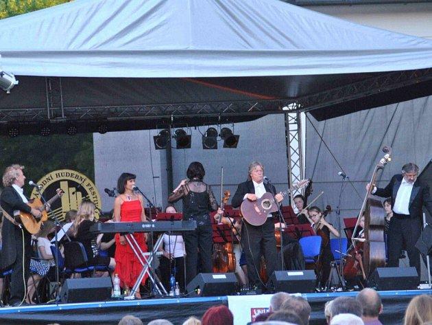 Ze zahájení Mezinárodního hudebního festivalu Letohrad 2015.
