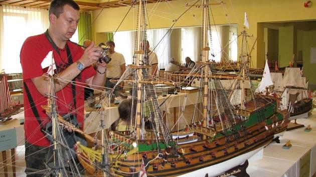 Výstava modelů lodí ve Vysokém Mýtě.