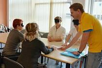 Zdravotníci se učili komunikovat s nevidomými.