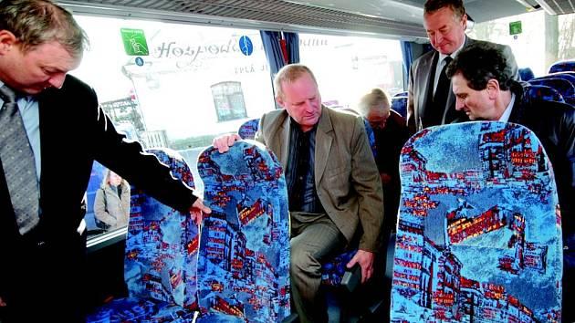Vnitřní vybavení nových autobusů nabídne cestujícím větší komfort.