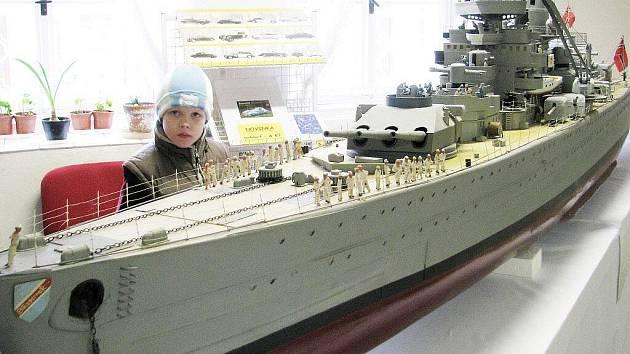 Z výstavy maket válečných lodí v Regionálním muzeu ve Vysokém Mýtě.