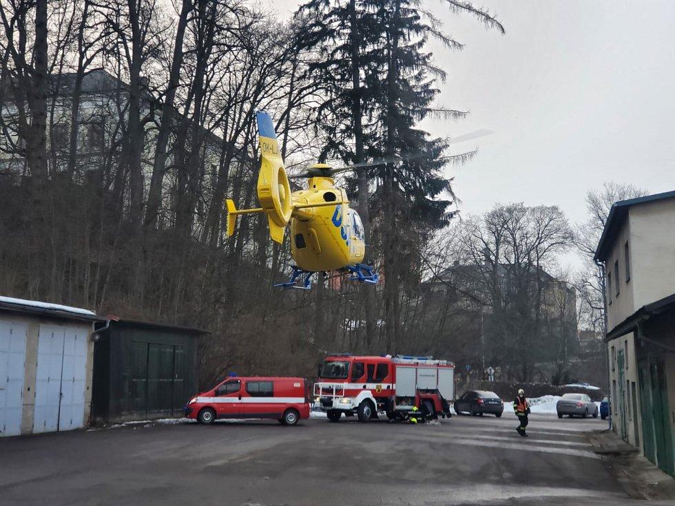 Pod pěti dětmi se v Zámeckém rybníku v Žamberku prolomil led
