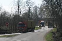 Frekventovaná silnice na Semanín.