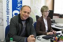 Poslanec Jiří Junek zvolený za KDU-ČSL s redaktorkou Danou Pokornou při on-line rozhovoru v redakci Orlického deníku.