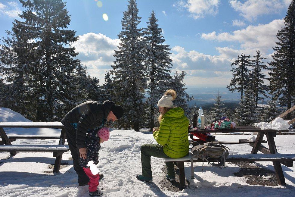 Suchý vrch navštívili turisté, kteří celou karanténu tráví na své chalupě