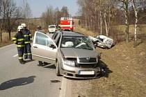 Auta po čelním střetu v Dolní Lipce.