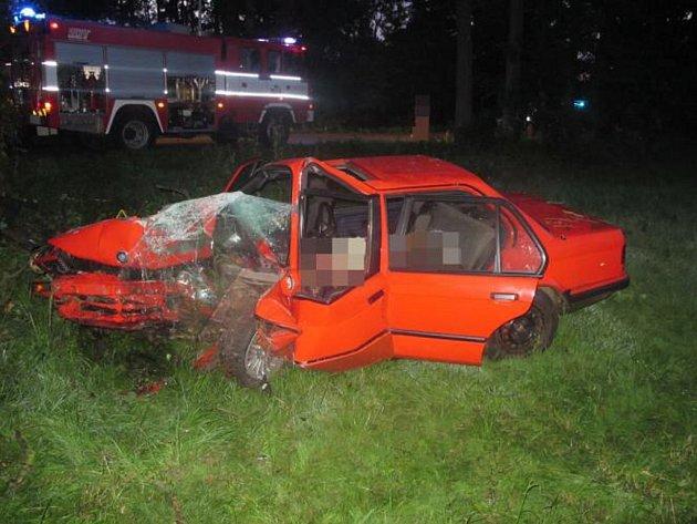 Z tragické dopravní nehody u Vysokého Mýta.