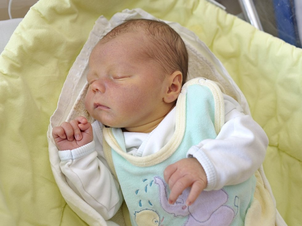 Matěj Vašina je první radostí pro Kateřinu Žákovou a Jaroslava Vašinu z Pastvin. Narodil se 4. května ve 12.36 hodin s hmotností 3,9 kg.