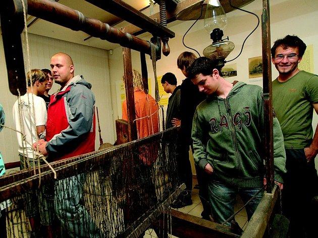 Studenti  Střední odborné školy a Středního odborného učiliště technických oborů Skalka v České Třebové si prohlédli výstavu v Kulturním centru.