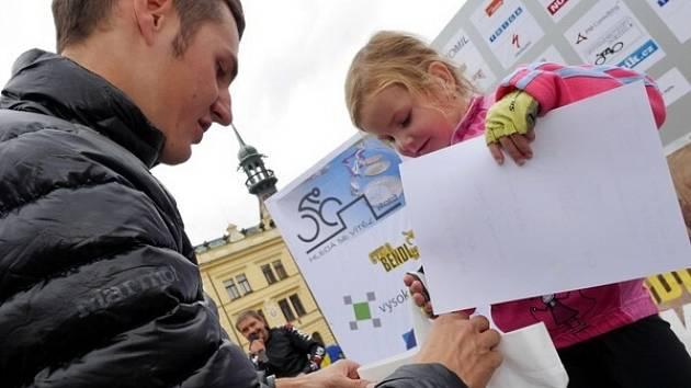 Patronem cyklistických závodů s názvem Hledá se vítěz byl Jaroslav Kulhavý.