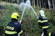 Hasiči cvičili dálkovou dopravu vody k požáru.