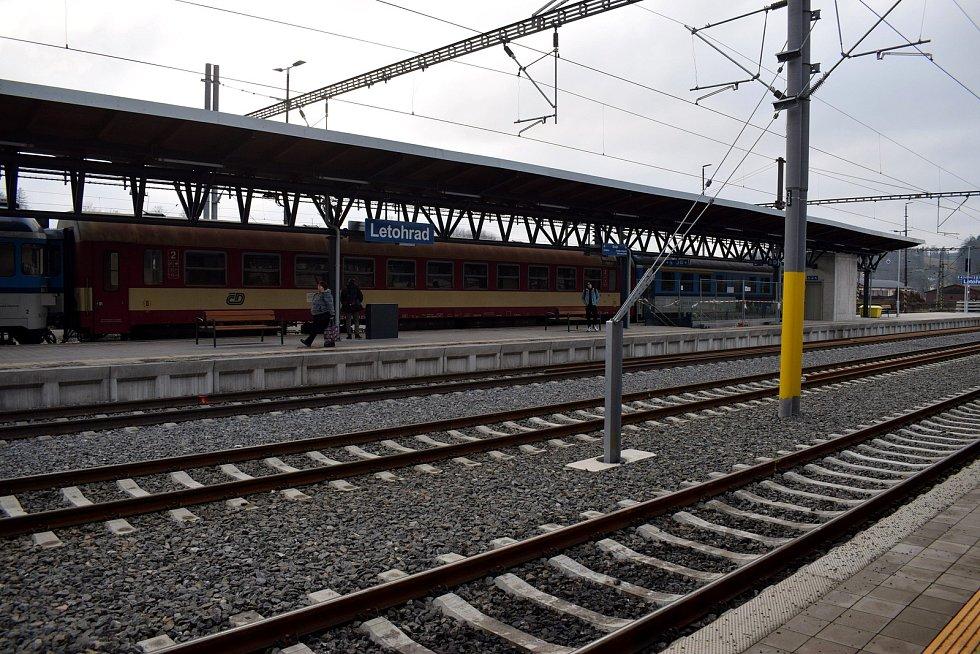 Trať z Ústí nad Orlicí na Králicko od nového jízdního řádu, který začal platit v neděli, obsluhuje nový dopravce – společnost Leo Express.