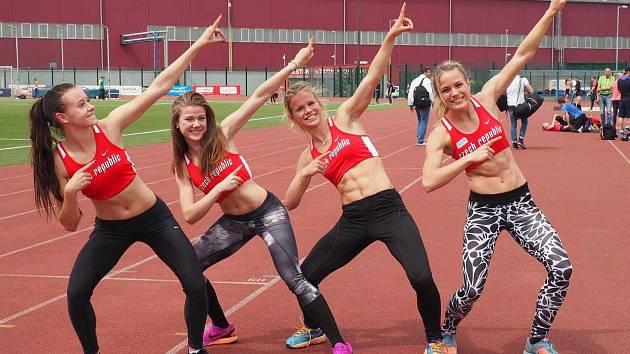 MÍŘÍME VYSOKO. Hned v prvním startu si česká štafeta na 4 x 100 metrů vybojovala účast na mistrovství světa. Výrazně k tomu pomohla i Zdeňka Seidlová (vpravo).