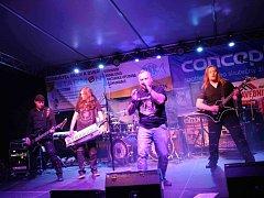 Rockový festival v Běstovicích.