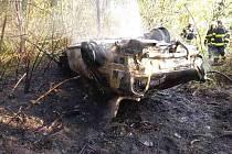 U Nepomuk na Lanškrounsku hořelo auto. Řidiče zachránil muž, který projížděl kolem.