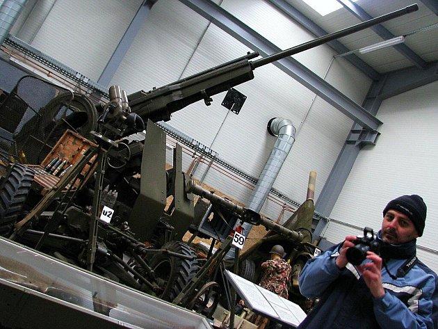 Prohlídka rozestavěného vojenského muzea a podzemí dělostřelecké tvrze Hůrka.