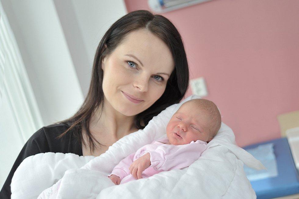 Anežka Barvínková se narodila 10. 4. v 20.11 hodin. Na svět si přinesla váhu 2,880 kg a s rodiči Kateřinou a Tomášem a sestřičkou Terezkou bude doma v Dlouhoňovicích.