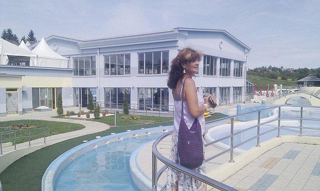 Radní Jana Zamazalová v chorvatském Daruvaru, který se může pochlubit i novým koupalištěm.