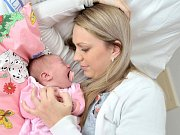 Elleanor Johanová, tak se jmenuje dcera Moniky Fišarové a Jana Johana ze Srnojed. Holčička se narodila 11. července v 13.25 hodin, vážila 4,100 kg a doma se na ni těší sestřička Vaneska.