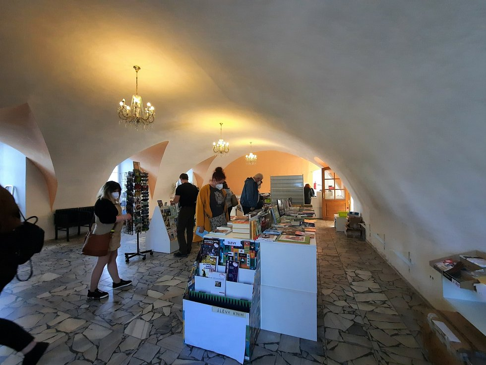 Zámecké knihkupectví v Chocni po více jak třiceti letech končí