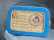 První československý přenosný kabelkový radiopřijímač.