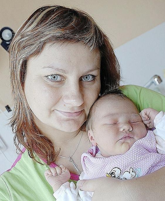 Eliška Marešová bude doma s rodiči Věrou a Zdeňkem Marešovými v Žamberku. Na svět přišla 27. června v 17.24 hodin, kdy vážila 3,63 kg.