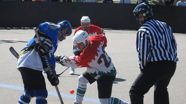 Prokletí? Letohradští hokejbalisté nemají na tým ze Sudoměřic v soutěži štěstí. Již třikrát je vyřadil v play–off a nyní s ním prohráli vysoko 5:1.