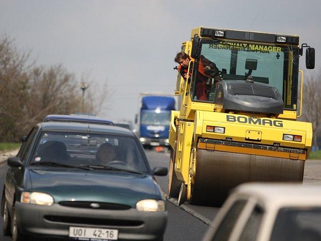 Nový povrch dostává silnice mezi Ústím a Třebovou.