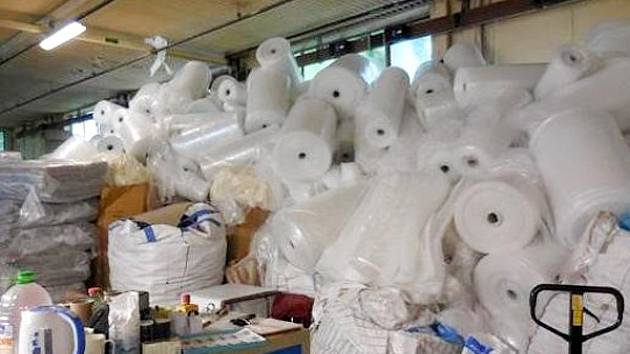 Snímek z kontroly ze strany ČIŽP v chrastecké provozovně výrobce bublinkové fólie, firmy Jasobal.