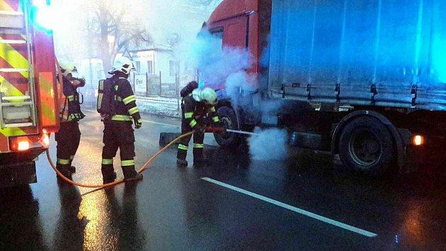Požár nákladního auta ve Vysokém Mýtě.