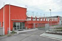 Opravovaná sportovní hala v České Třebové.