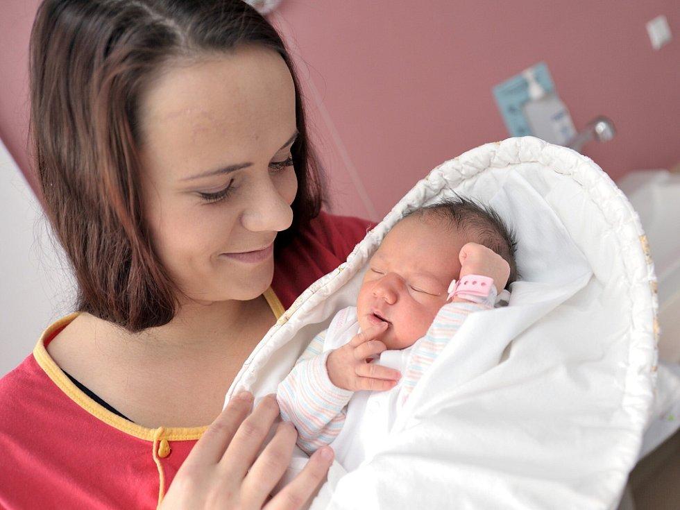 Isabela Hamrlová bude doma v Červené Vodě s rodiči Eliškou Hamrlovou a Miroslavem Bednářem. Když se 1. prosince v 16.08 narodila, vážila 3,25 kg.
