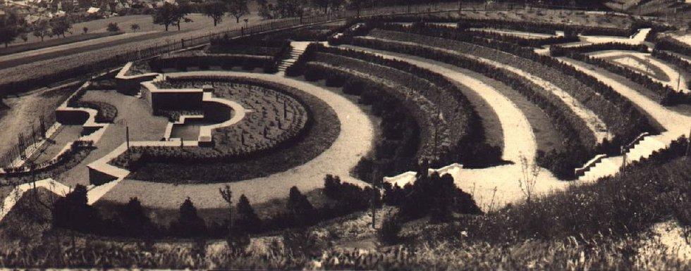 Urnový háj v Chocni.