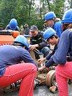 Mladí hasiči na soutěži v požárním útoku na Kunčicích.