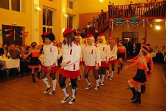"""Vystoupení """"hasičů-mažoretů"""" na hasičském plese (rok 2009)."""