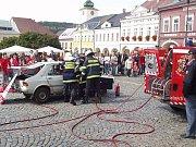 Ukázka vyproštění osob z havarovaného vozu na Evropském dni první pomoci v Ústí nad Orlicí  v roce 2007.