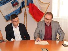 Slavnostní podpis koaliční dohody na radnici v Ústí nad Orlicí.