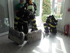 Z cvičení hasičů ve Vysokém Mýtě.