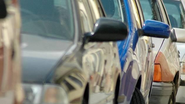 Motoristé musejí být na své věci opatrní vlastně stále.