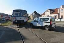 Policie hledá svědky střetu vlaku a auta