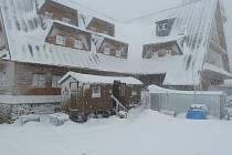 Chata na Suchém vrchu v zimě roku 2012.